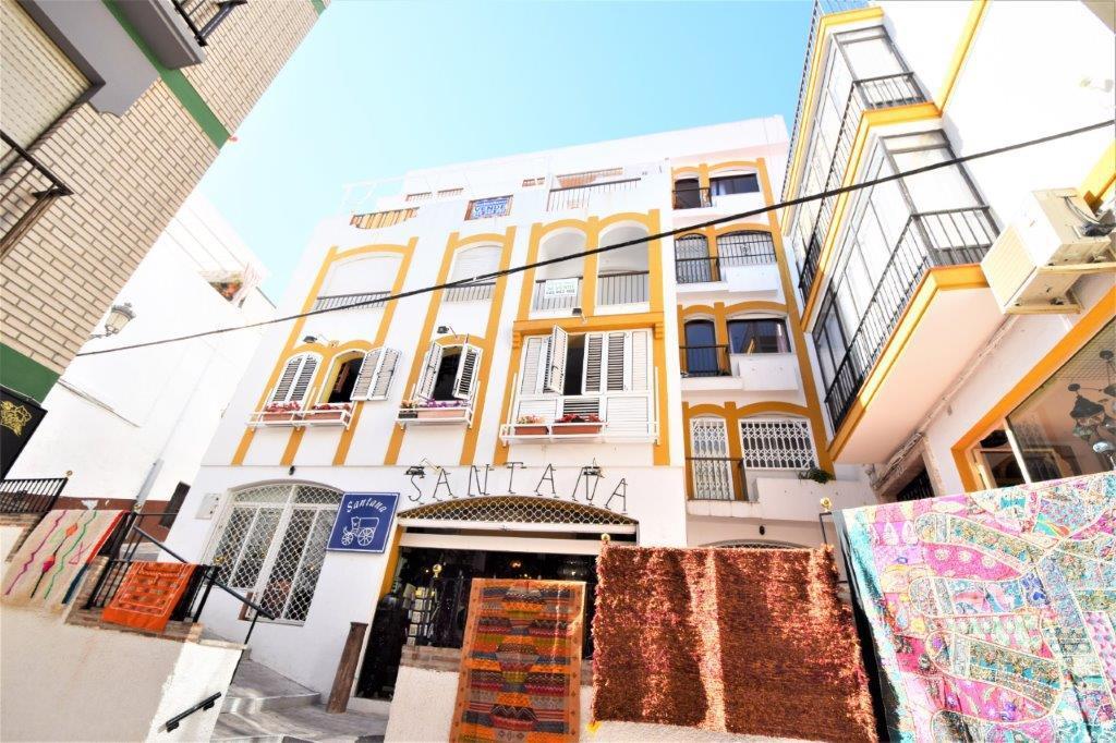 Se vende formidable piso en el centro de Almuñécar