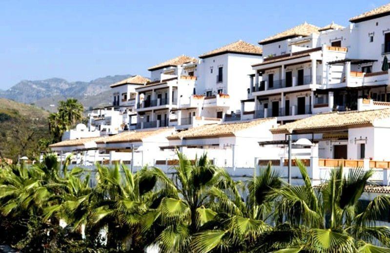 la-santa-cruz-resort-and-spa-exterior-2fda8a7