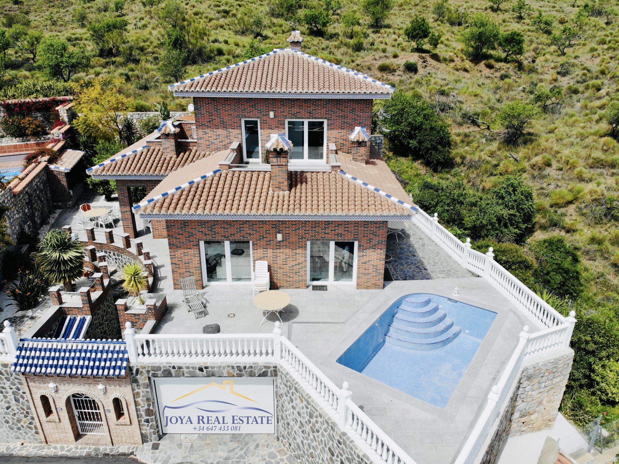CHALET INDEPENDIENTE EN MONTE DE LOS ALMENDROS DE NUEVA CONSTRUCCION